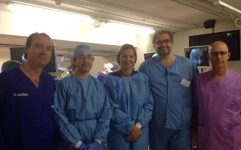 El Dr. Ribera con los Dres Garcia, Torres y Tey impartiendo prácticas artroscópicas de cadera.