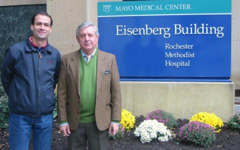 El Dr. Ribera con el Dr Ruiz del Portal en la Mayo Clinic.