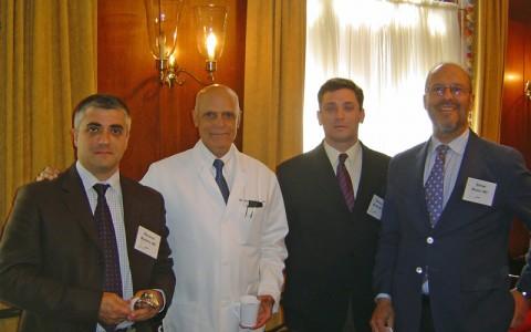 Los Dres Muela y Montilla con el Dr Ranawat en Nueva York