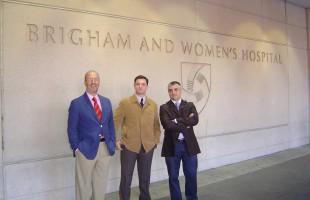 Los Dres Montilla, Muela y Baquero en el Hospital Brighman and Womens de Boston.