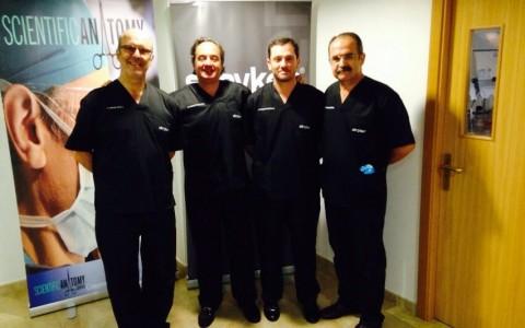 Dr. Muela, Dr. Varatojo (Portugal), Dr. Montilla y Dr. Espejo (Málaga). Profesores en los cursos de reconstrucción de ligamento cruzado anterior y posterior de rodilla celebrados anualme.JPG