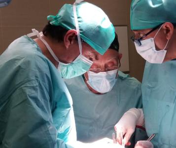 Cirujano de cadera en Sevilla: el Dr. Ribera desarrolla un programa de prótesis de cadera en Kinsha